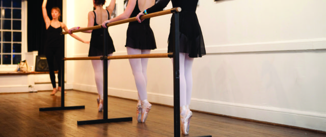 Senior Ballet and Pointe (Ages 11 and Up)
